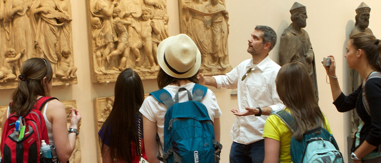 italy study abroad students at museum