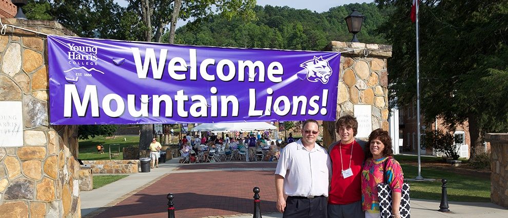 welcome mountain lions sign